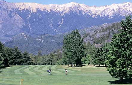 Golf and snow capped mountains in Bariloche